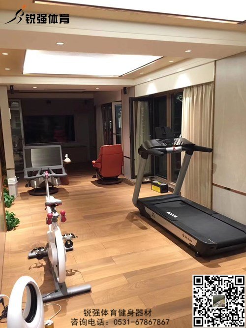 济南某别墅区地下二层的私家健身房