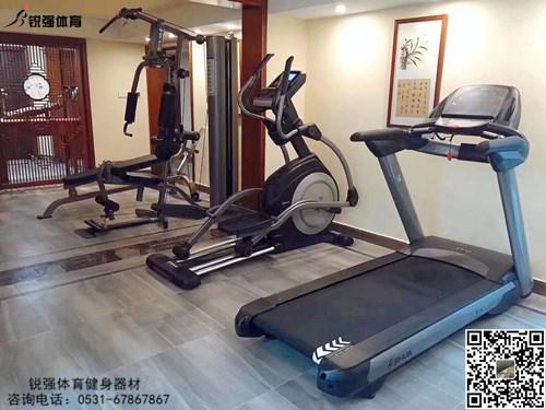 济南某别墅小区建的私家健身房