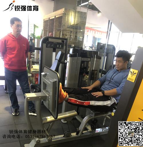 蹬腿训练机使用展示.jpg