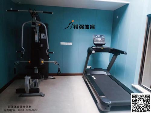 济南某小区业主改造后的私家健身房
