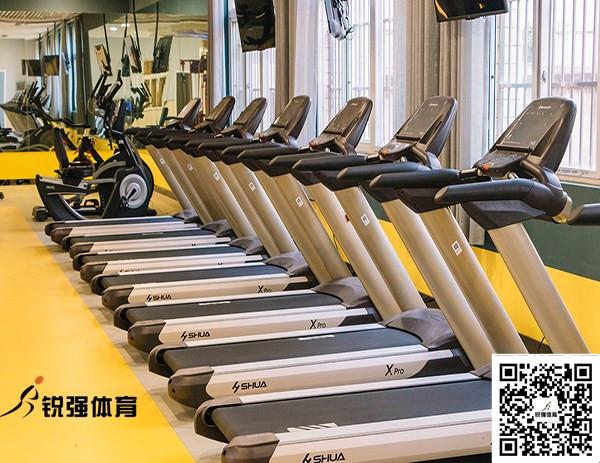 黄冈中学的学校健身房
