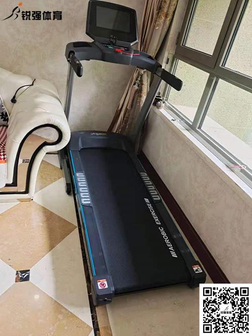 济南省体旗舰店客户购买的跑步机