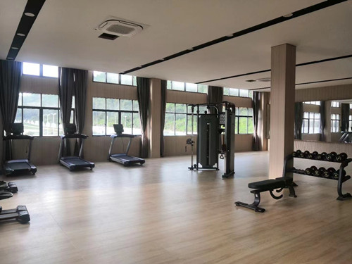 健身房健身器材